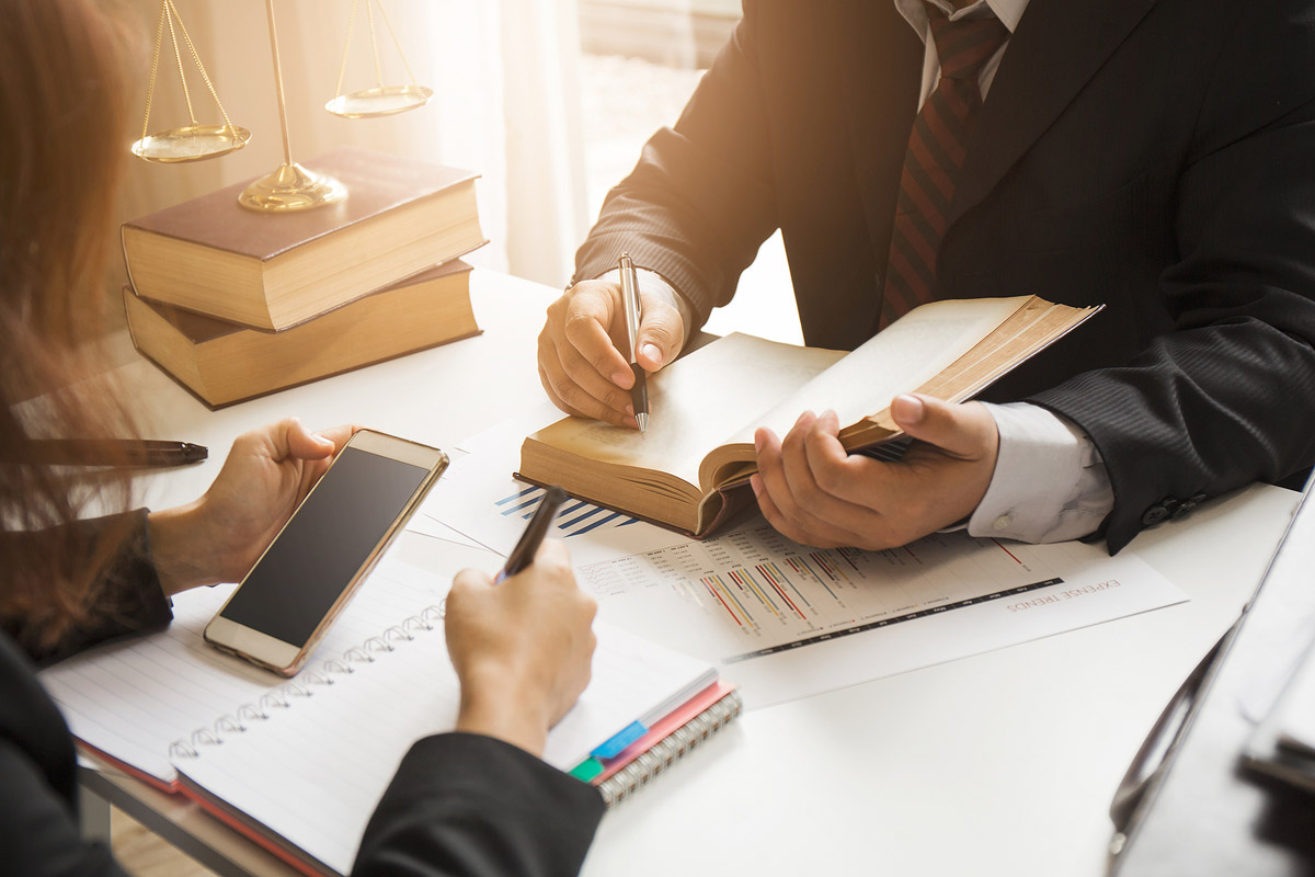 attorneys in baltimore md discussing law